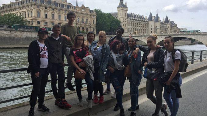 L'ENTREPRISE -DOUBLE FACE- A PARIS